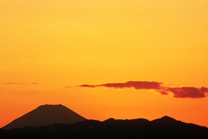 Sunset_Mt.Fuji_from_Tokyo_Japan
