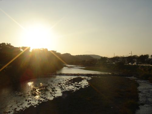 Sunset on the Kanamegawa River (Photo: Wikimedia Commons)