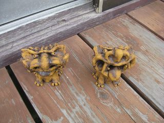 Gargoyle-like shisa guardian dogs from Suenosato