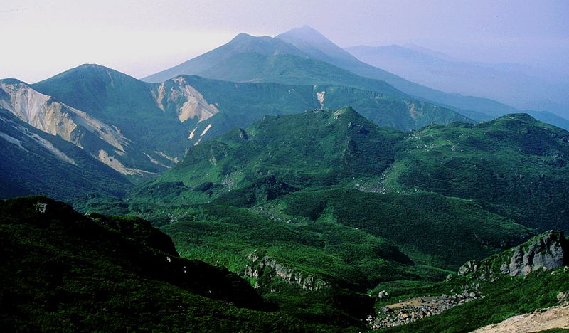 800px-Mount_Rausu_from_Mount_Io_2005-8-13