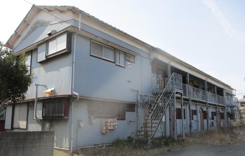 Apartments abandoned